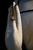 La mano de la bendición de la escultura de Buddha Fotografía de archivo libre de regalías