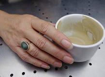 La mano de la mujer. Fotografía de archivo libre de regalías