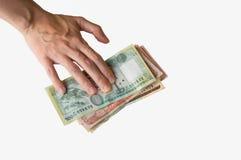 La mano de la mujer en notas de las rupias de Nepal imagenes de archivo