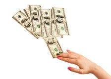 La mano de la mujer que toma una nota de 100 dólares Imagen de archivo