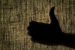 La mano de la sombra muestra el gesto bien, como un gesto en un gastado Fotografía de archivo libre de regalías