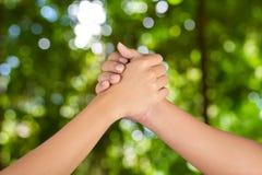 La mano degli uomini si unisce Fotografia Stock Libera da Diritti