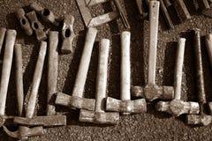 La mano degli utensili manuali del martello lavora il reticolo dell'accumulazione Immagine Stock