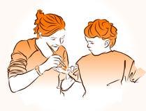 La mano del bambino della pittura della madre per i mestieri del bambino Fotografia Stock