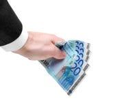 La mano del hombre que lleva a cabo veinte notas euro Imagenes de archivo