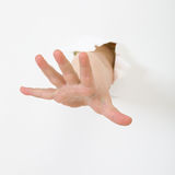 La mano del niño se pega hacia fuera del agujero Fotos de archivo