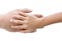 La mano del padre bajo su mano del hijo del niño Imágenes de archivo libres de regalías