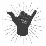 La mano del shaka que practica surf con la tipografía retra de la muestra del shaka del vintage del resplandor solar para la cami stock de ilustración