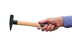 La mano del trabajador de sexo masculino que sostiene el martillo Foto de archivo libre de regalías