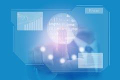 La mano dell'uomo d'affari clicca sopra lo schermo attivabile al tatto blu virtuale Fotografia Stock Libera da Diritti