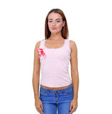 La mano della donna che tiene il nastro rosa di consapevolezza del cancro al seno Immagini Stock Libere da Diritti
