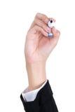 La mano della donna che tiene una penna e una scrittura Immagine Stock