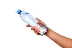La mano della donna con la bottiglia dell'acqua ha isolato il bianco Fotografie Stock