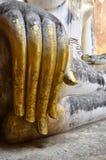 La mano della statua dorata di Buddha a Sukhothai, Tailandia Fotografia Stock