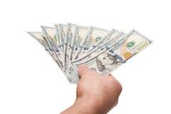 La mano della tenuta dell'uomo ha smazzato le fatture dei dollari del pugno Fotografia Stock Libera da Diritti