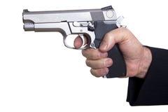 Apuntando el arma cargado - ascendente cercano Foto de archivo