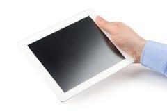La mano derecha del hombre que sostiene un ordenador de la tableta. Fotografía de archivo