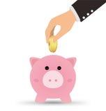 La mano di affari che prende la moneta di oro nel porcellino salvadanaio, conserva il concetto dei soldi Fotografia Stock