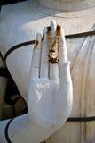 La mano di benedizione della scultura del Buddha Fotografia Stock