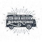 La mano dibujada texturizó la etiqueta del vintage con vector del minivan Imágenes de archivo libres de regalías