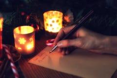 La mano escribe año del deseo Foto de archivo