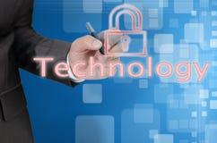 La mano escribe concepto de la tecnología en fondo azul Imágenes de archivo libres de regalías