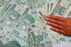 La mano femminile è sulle banconote Fotografia Stock Libera da Diritti