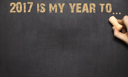 La mano humana que escribe 2017 es mi año a Fotografía de archivo