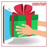 La mano humana recibe la caja de regalo Fotos de archivo libres de regalías