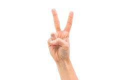 La mano isolata della donna mostra i segni di vittoria Fotografie Stock Libere da Diritti
