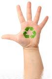 La mano masculina con el gráfico recicla símbolo Imagen de archivo libre de regalías