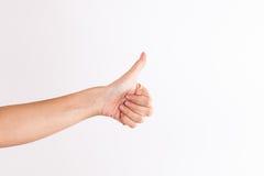 La mano masculina que muestra los pulgares sube la muestra contra el fondo blanco fotos de archivo