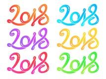 La mano multicolora dibujada poniendo letras a la tarjeta de felicitación fijó el ejemplo del vector de la Feliz Año Nuevo 2018 Imágenes de archivo libres de regalías