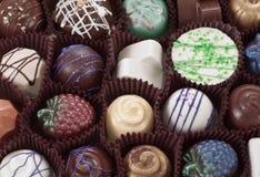 La mano organica perfezionamento il cioccolato fotografie stock