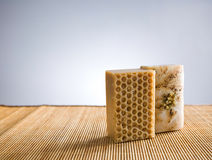 La mano perfezionamento il sapone organico. immagini stock
