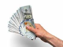 La mano prende un lotto di 100 banconote Immagine Stock