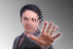 La mano presiona el botón foto de archivo libre de regalías