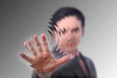 La mano presiona el botón imagenes de archivo