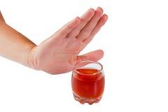 La mano rifiuta l'alcool. Smetta di bere Immagini Stock