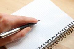 La mano scrive un messaggio Fotografia Stock Libera da Diritti