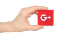 La mano sostiene nuevo Google más logotipo Foto de archivo