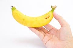 La mano sta tenendo una banana Fotografia Stock Libera da Diritti
