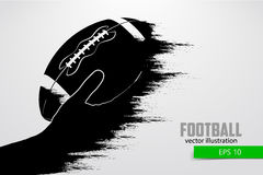 La mano tiene la palla di rugby, siluetta Illustrazione di vettore fotografie stock libere da diritti