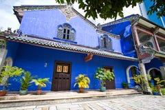 La mansión azul fotos de archivo