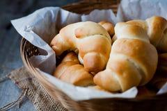 la mantequilla rueda el pan imagen de archivo