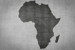 La mappa dell'Africa sull'annata ha strutturato il fondo, siluetta del continente illustrazione di stock