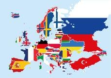 La mappa di Europa ha colorato con le bandiere di ogni paese Immagine Stock