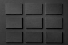 La maqueta de las pilas horizontales de las tarjetas de visita arregló en filas Imagen de archivo