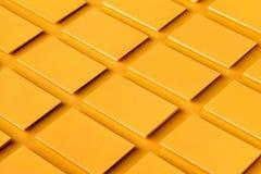 La maqueta de las pilas de oro horizontales de las tarjetas de visita arregló en filas Imagen de archivo libre de regalías
