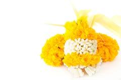 La maravilla florece la guirnalda para pagar homenaje al lugar de culto Imagen de archivo